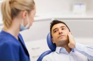 השתלות שיניים – מהן תופעות הלוואי?