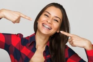 פלטה לשיניים – לשיפור החיוך ולתיקון המנשך