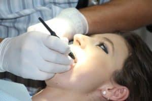 נסיגת חניכיים- טיפול דנטלי בנסיגת חניכיים במרפאת שיניים